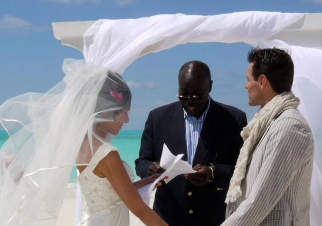 16 Islands 16 Wedding 1 Priceless Day